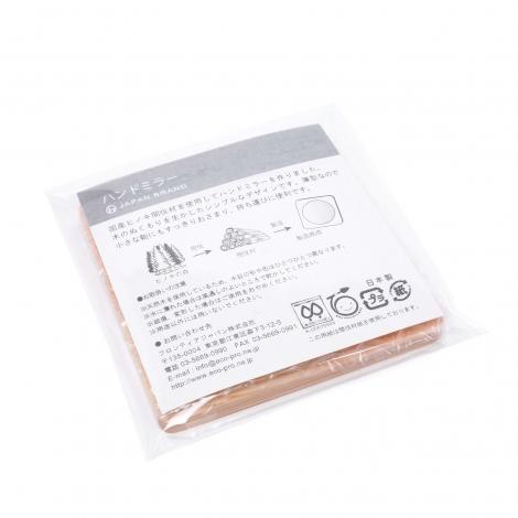 木製ハンドミラーと白い巾着袋